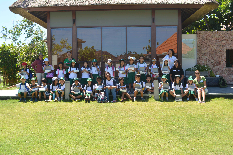 dyatmika-school-bali-students-learning-coral
